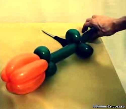 видео как делать цветок из шаров