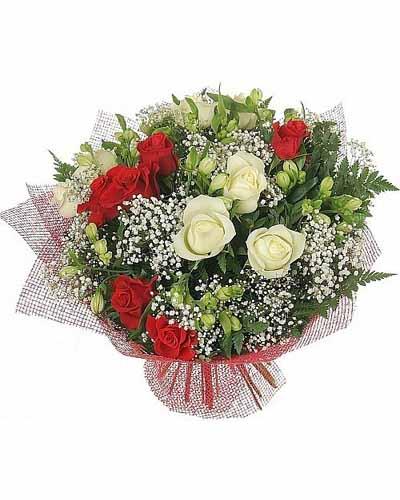 Букет из 11 роз и бутонов альстромерии