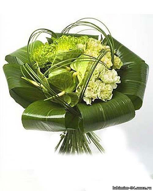 Букет для мужчин из антуриума, хризантемы, розы и гвоздики